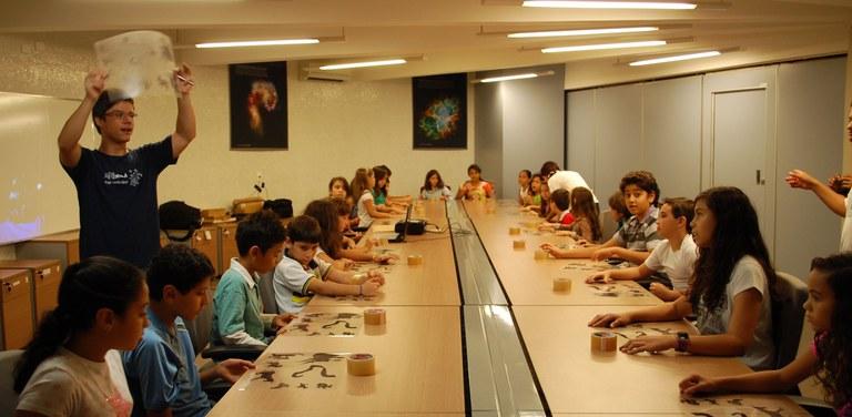 Estudantes participam de oficina de astronomia