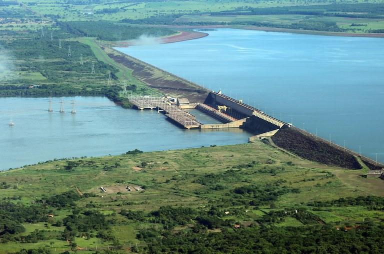 Hidrelétrica de Ilha Solteira no rio Paraná (MS/SP)