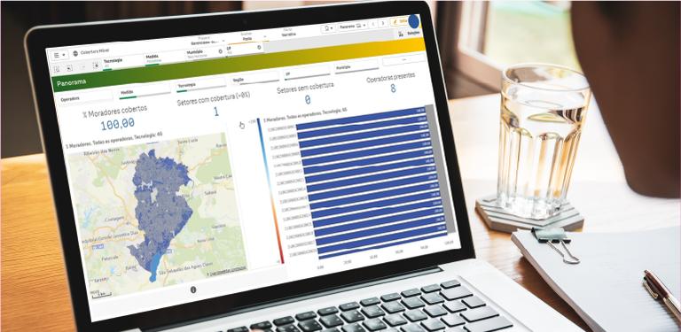 Laptop acessa a nova ferramenta disponibilizada pela Anatel aos consumidores, o Painel Cobertura Móvel.