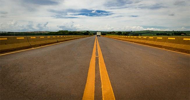 https://www.gov.br/antt/pt-br/assuntos/ultimas-noticias/antt-realiza-audiencia-publica-sobre-regulamento-das-concessoes-rodoviarias/rodovia_mg.jpg/@@images/e5cd2d66-28aa-4fee-80b0-d33c5324d95f.jpeg/