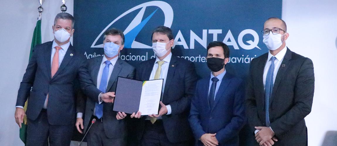 Assinatura ocorreu nesta quinta-feira (17/06) e tem como objetivo conferir segurança jurídica ao setor de portos no Brasil