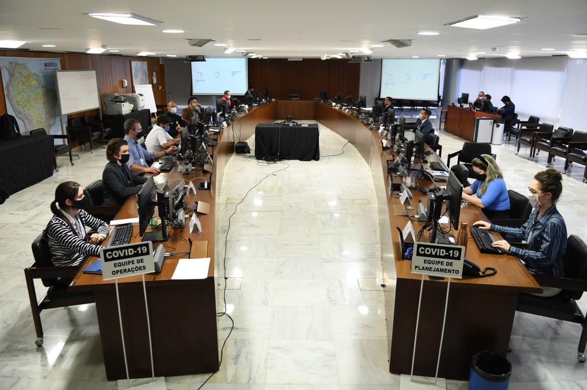 Coordenado pela Casa Civil, o CCOP representa a integração dos trabalhos dos órgãos da Administração Pública Federal e de Instituições Públicas e Privadas para combater os impactos causados pela pandemia do novo coronavírus
