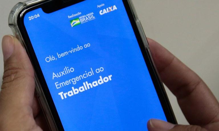 Presidente Jair Bolsonaro assina MP que cria Auxílio Emergencial 2021