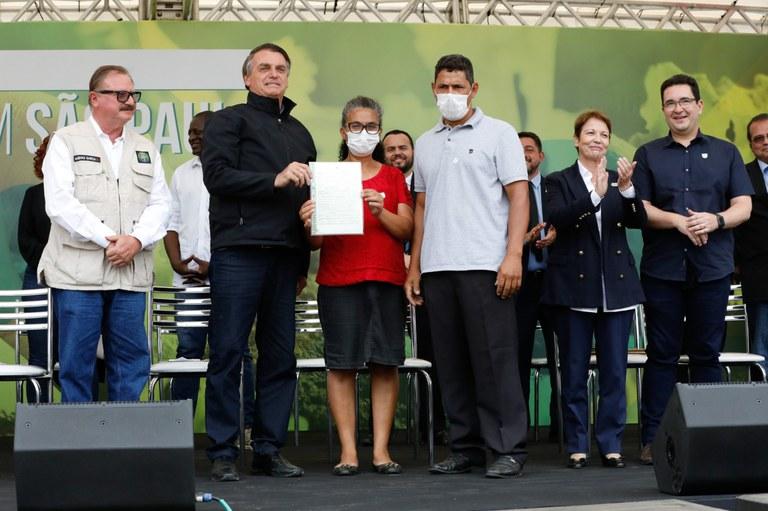 Mais de quatro mil famílias assentadas de São Paulo recebem títulos definitivos de terras