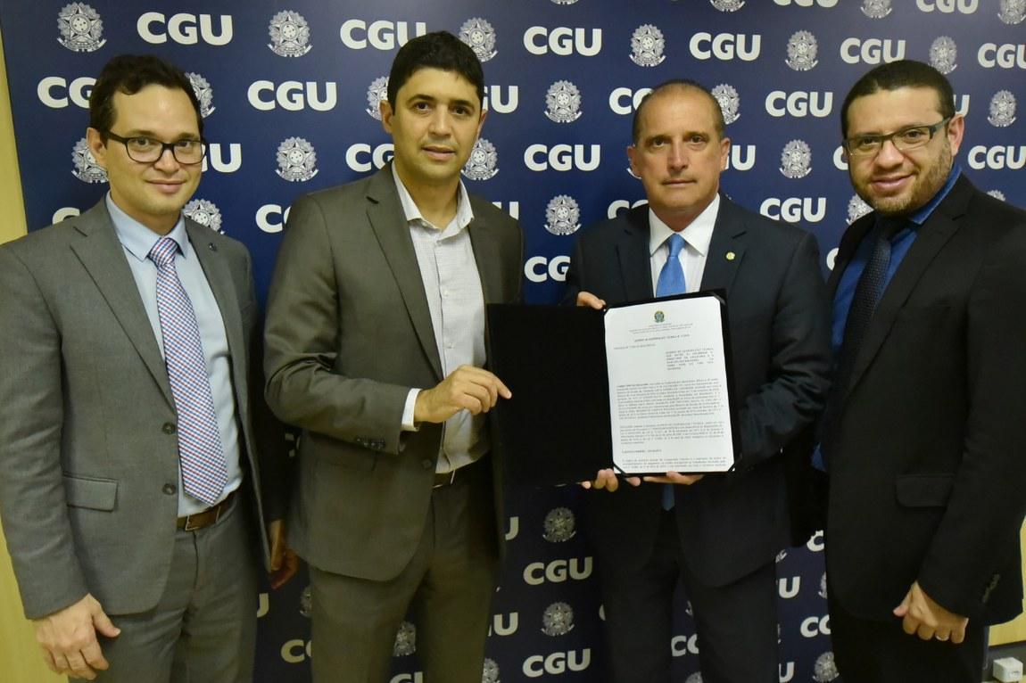 CGU e Cidadania firmam acordo para monitorar pagamento do auxílio emergencial