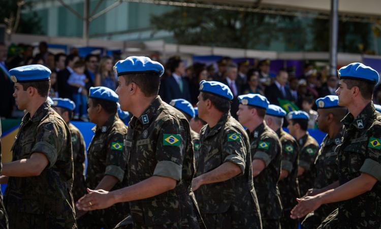 Em seguida à representação da FEB, desfila os ex-integrantes de Operações de Paz