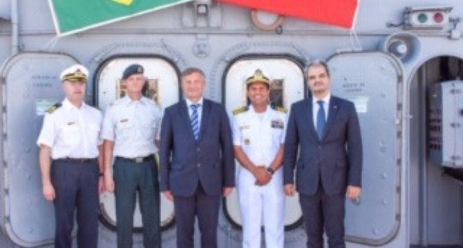 Ministro da Defesa da Eslovênia visitou as instalações do navio