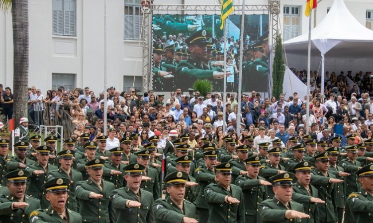 Diplomação de mais uma turma de sargentos combatentes