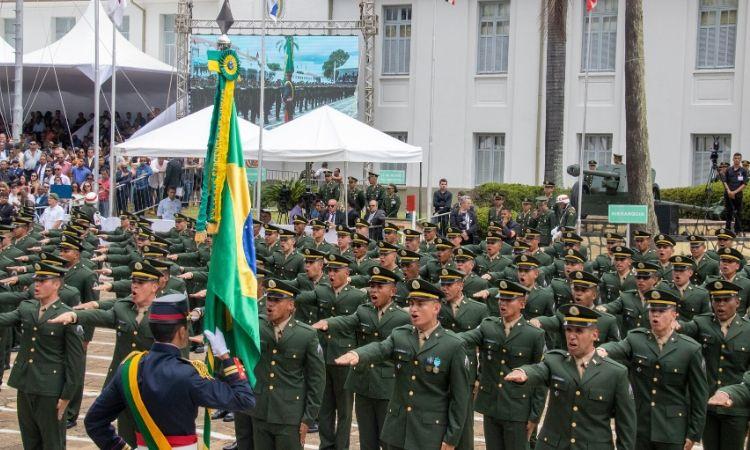 Instituição forma Sargentos de carreira das Armas de Infantaria, Cavalaria, Artilharia, Engenharia e Comunicações