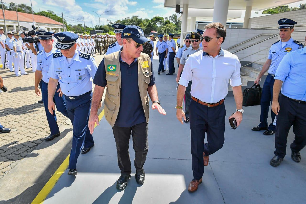 Ministro Fernando Azevedo recebeu o ministro boliviano em Manaus