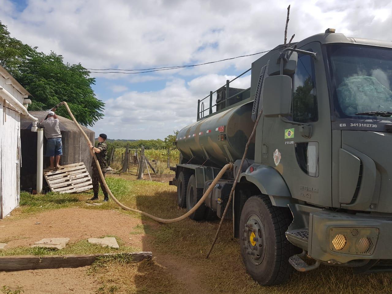 Fornecimento de quase 800 mil litros de água para aproximadamente 2,6 mil pessoas na região de Bagé (RS)