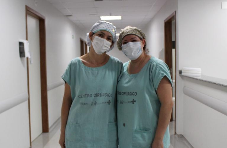 Maria de Fátima e Ana Carla, da equipe de Enfermagem Obstétrica do HU-UFGD