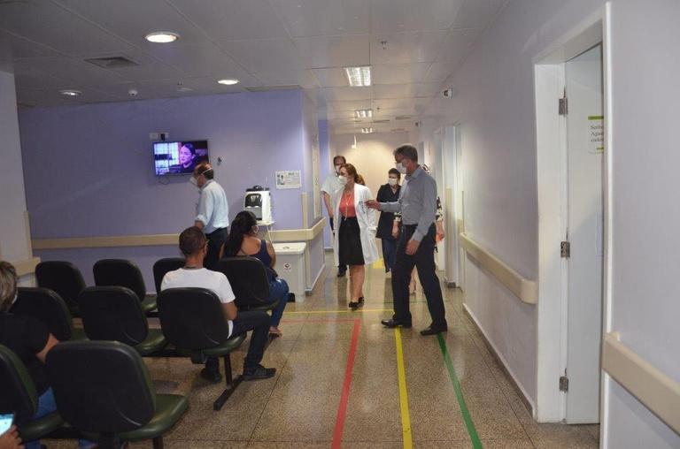 Visita do presidente da Rede Ebserh ao HUGV (5).jpg