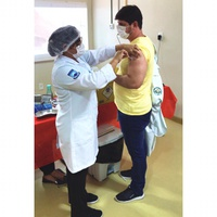 Colaboradores aderem à campanha de vacinação no HUJB