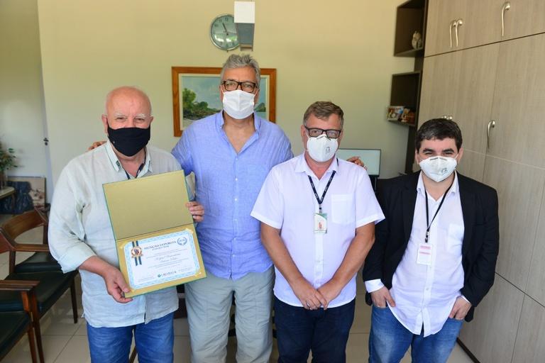 Hospital Universitário Antônio Pedro recebe comenda do CREMERJ