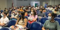 Acadêmicos de cursos de graduação em estágio no Hucam assistem a palestra no auditório Rosa Maria Paranhos (01/02/2021)