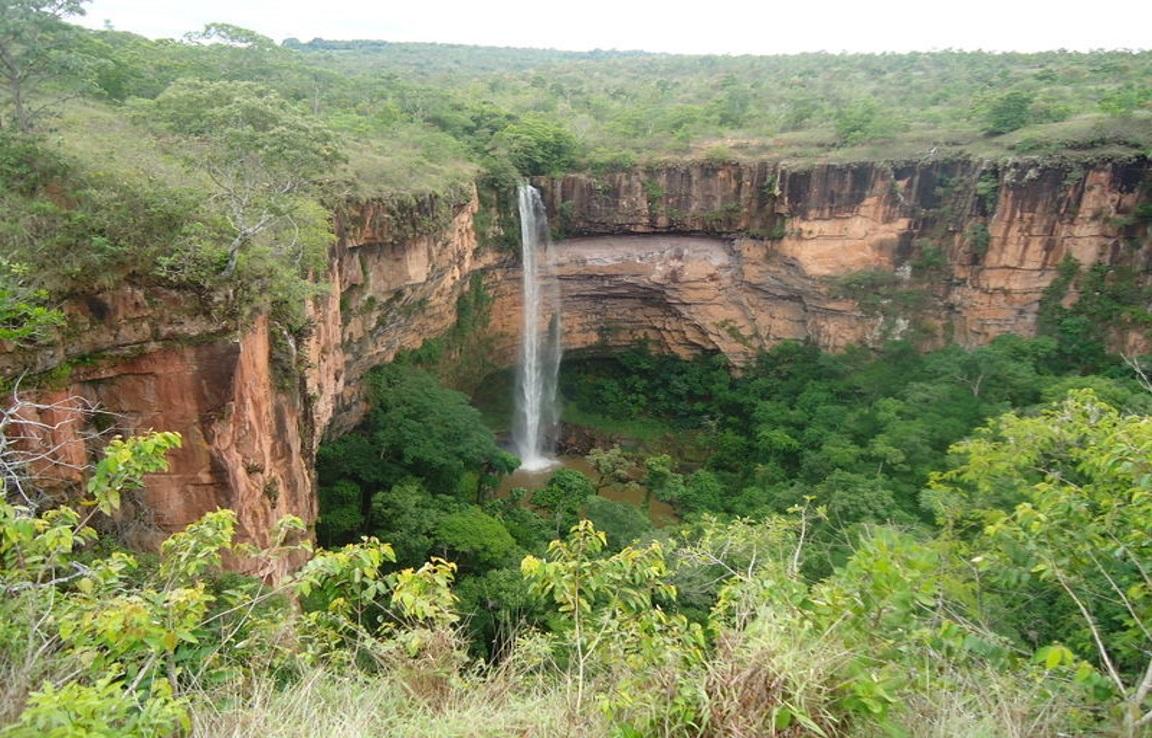 Cachoeira-Véu-de-Noiva-o-cartão-postal-do-Parque-Nacional-da-Chapada-dos-Guimarães-Foto-Geovane-Brandão-Wikiparques.jpg