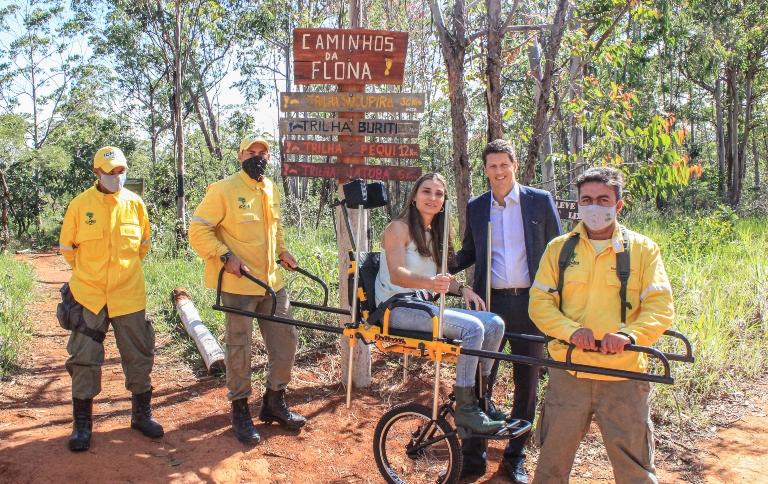 Unidades de conservação recebem cadeiras adaptadas para trilhas