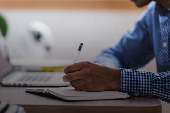 De forma inédita e reforçando o compromisso do Inep com os projetos de acessibilidade, foram produzidas cartilhas específicas para a avaliação das redações dos participantes surdos ou com deficiência auditiva, e dos participantes com dislexia.Crédito: Pixabay