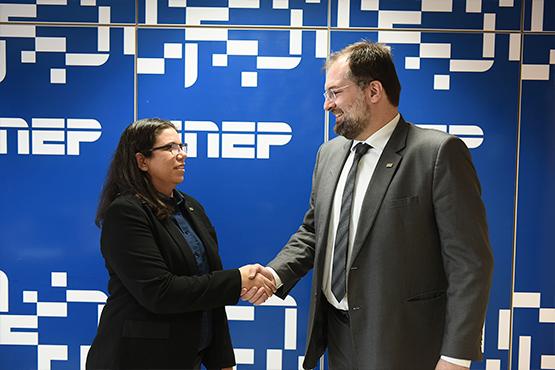 Presidente do Inep, Danilo Dupas, recebe a nova diretora de Estudos Educacionais do instituto. Foto: Luís Fortes/MEC
