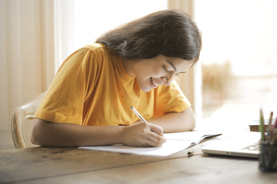 Inscritos na versão impressa do Exame Nacional do Ensino Médio (Enem) 2020 já podem conferir os horários e os locais de prova. Crédito: Pexels