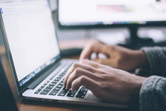 Objetivo dos cursos é preparar os atuais e os futuros profissionais da educação básica para usar ferramentas on-line. Crédito: Unsplash