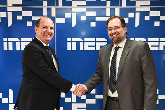 Presidente do Inep, Danilo Dupas, recebe o novo chefe de Gabinete, Alvaro Parisi. Foto: Luís Fortes/MEC