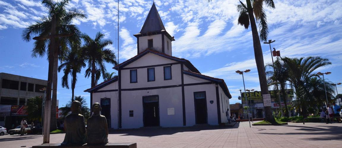 A igreja foi a primeira a ser construída no município de Aparecida de Goiânia em 1922