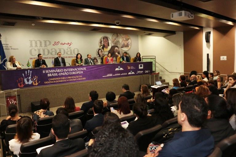 MDH assina acordo para aplicar formulário que protege e combate a violência contra a mulher