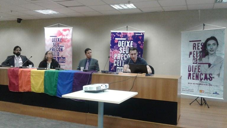 Apresentação de pesquisa sobre paradas LGBT