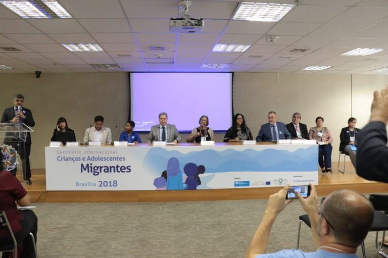 MDH reúne entidades para debater desafios e futuro de crianças migrantes