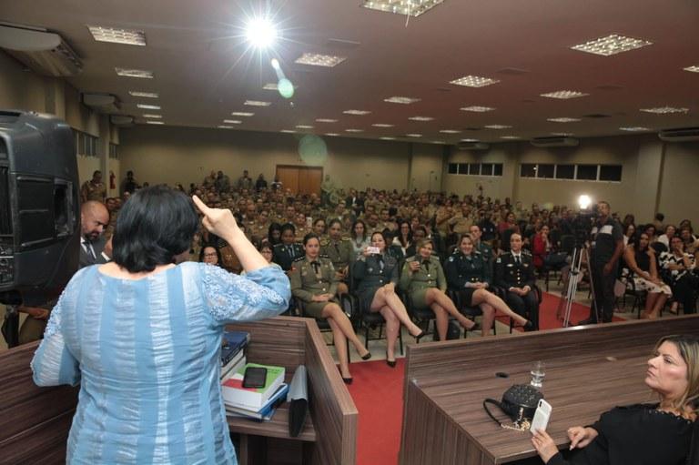 Ministra Damares Alves discursou no encerramento do encontro das patrulhas e rondas Maria da Penha. (Foto: Willian Meira/Ascom MMFDH)