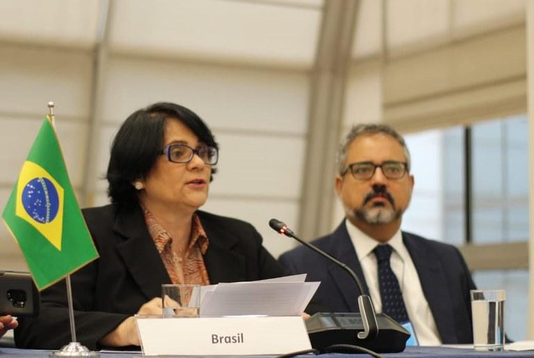 A corrupção é a principal causa de violação de direitos humanos no Brasil, diz Ministra Damares Alves