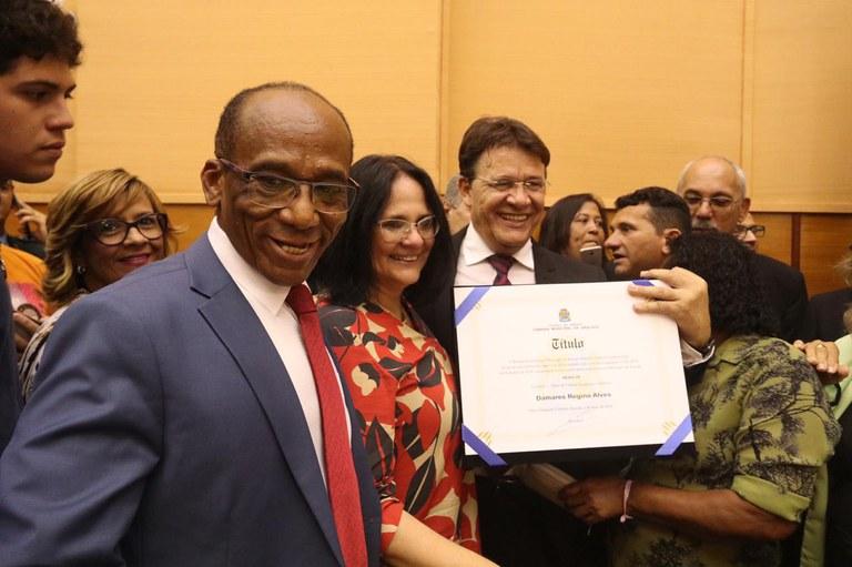 Ministra Damares Alves é homenageada durante sessão na Assembleia Legislativa de Sergipe