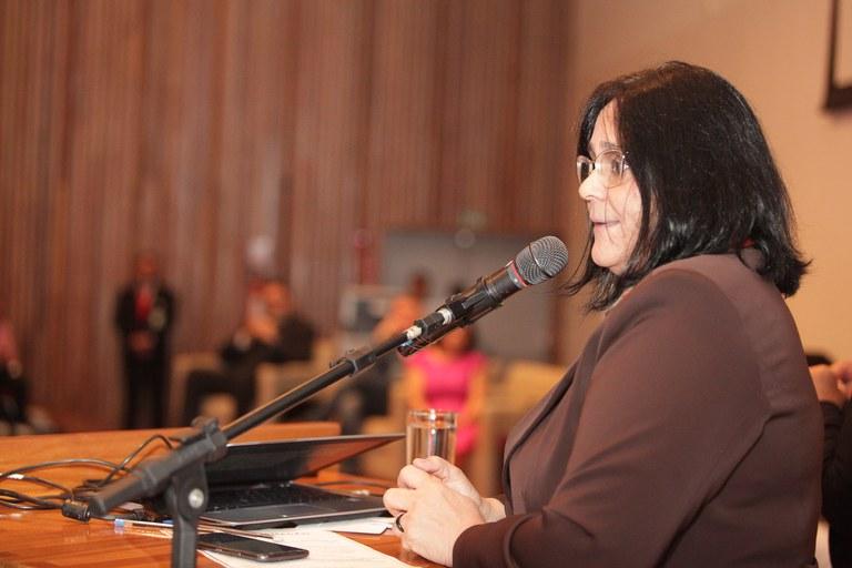 Ministra discursa na CLDF