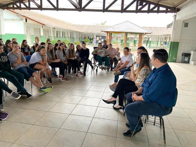 Secretária do MMFDH fala sobre empregabilidade e capacitação entre jovens em evento em SC