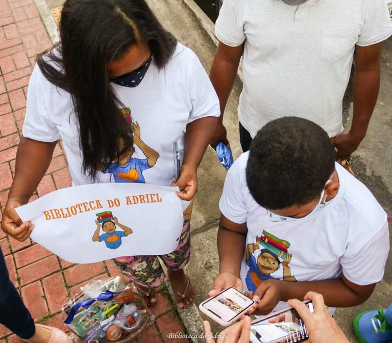 Ação voluntária em comunidade de Salvador (BA) promove o combate ao racismo