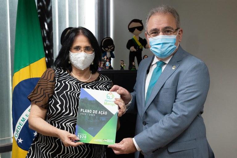 Saúde recebe Plano de Ação do Abrace o Marajó em reunião com ministra Damares
