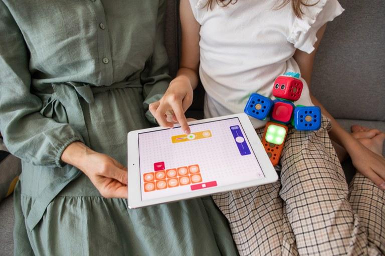 Programa Reconecte ajuda famílias a enfrentar os impactos negativos da tecnologia (Banco de imagens/Internet)