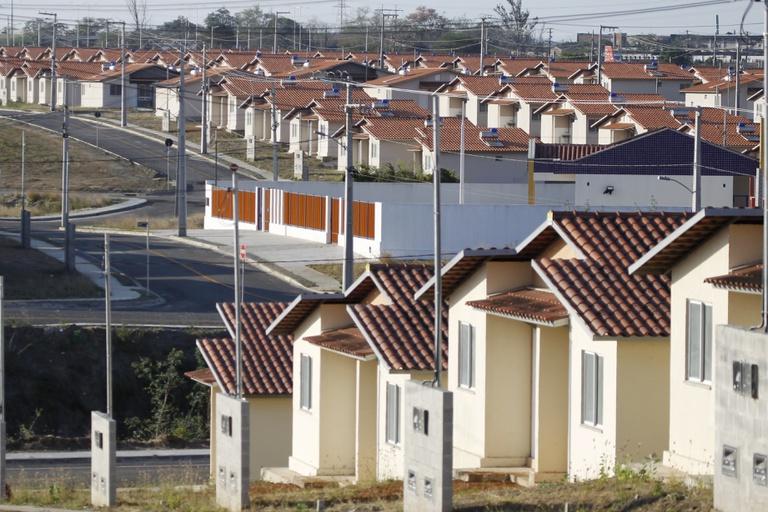 Entre as novidades estão a ampliação do teto do valor dos imóveis para enquadramento na habitação popular e parcerias com estados e municípios para reduzir ou zerar o valor de entrada da casa própria para famílias de baixa renda