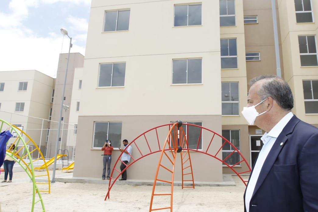 Nesta sexta-feira (18), o ministro Rogério Marinho repassou aos moradores as chaves do residencial Professora Noilde Ramalho. Cerca de 900 pessoas serão atendidas