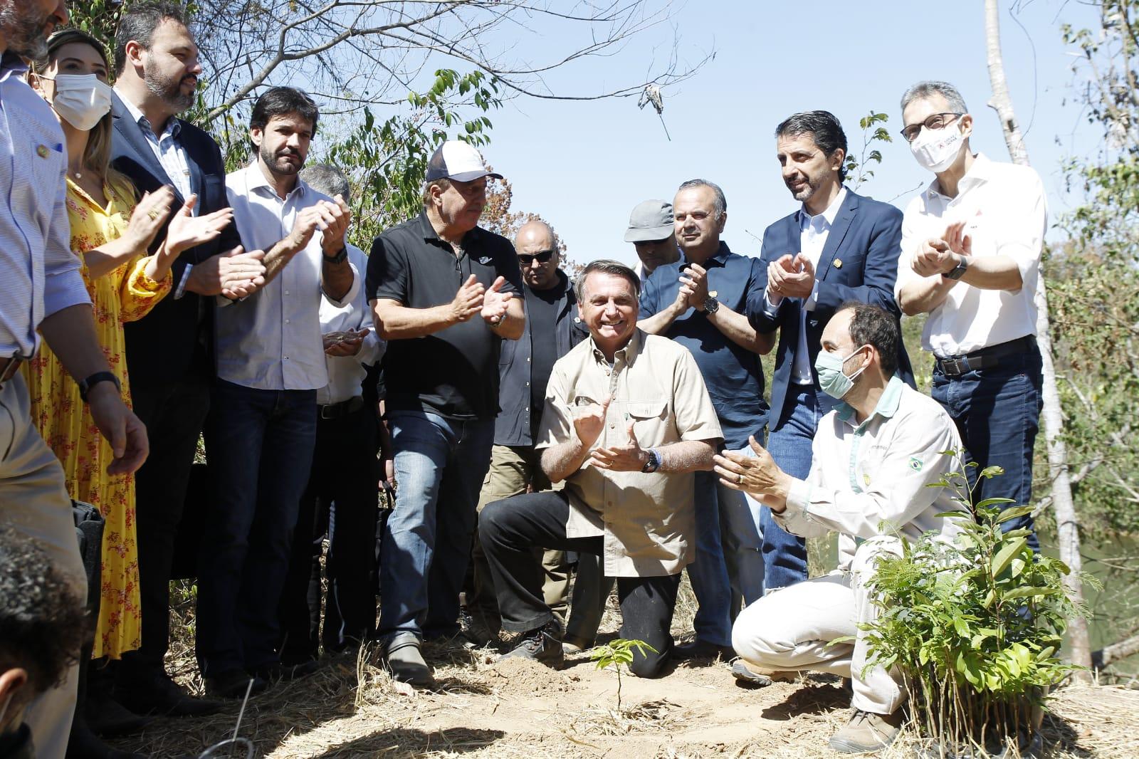 Projeto Pró-Águas Urucuia vai beneficiar 14 municípios de Minas Gerais e Goiás. MDR também entregou nesta sexta-feira (17) maquinários no valor de R$ 17,7 milhões a 24 municípios