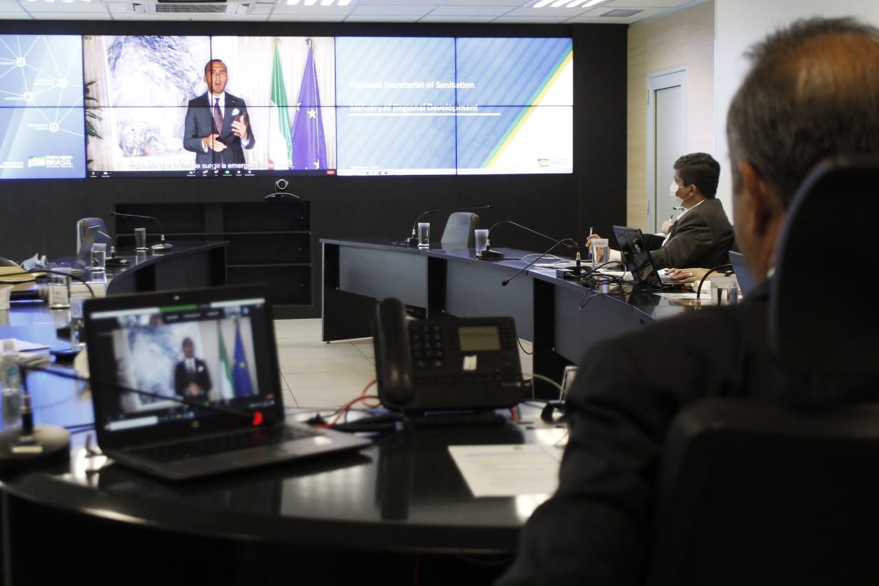 Ministro participou nesta quarta-feira (23) de seminário sobre saneamento básico promovido pela Apex-Brasil e conversou com representantes de fundos de investimento italianos