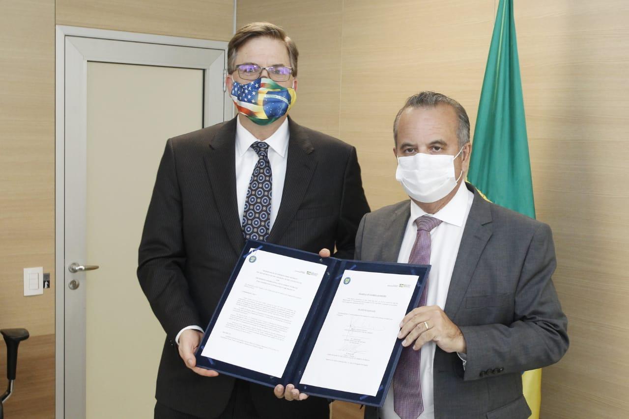 Consultor norte-americano virá ao Brasil para trabalhar melhores práticas internacionais e potencializar atração de investimento estrangeiro para projetos da Pasta