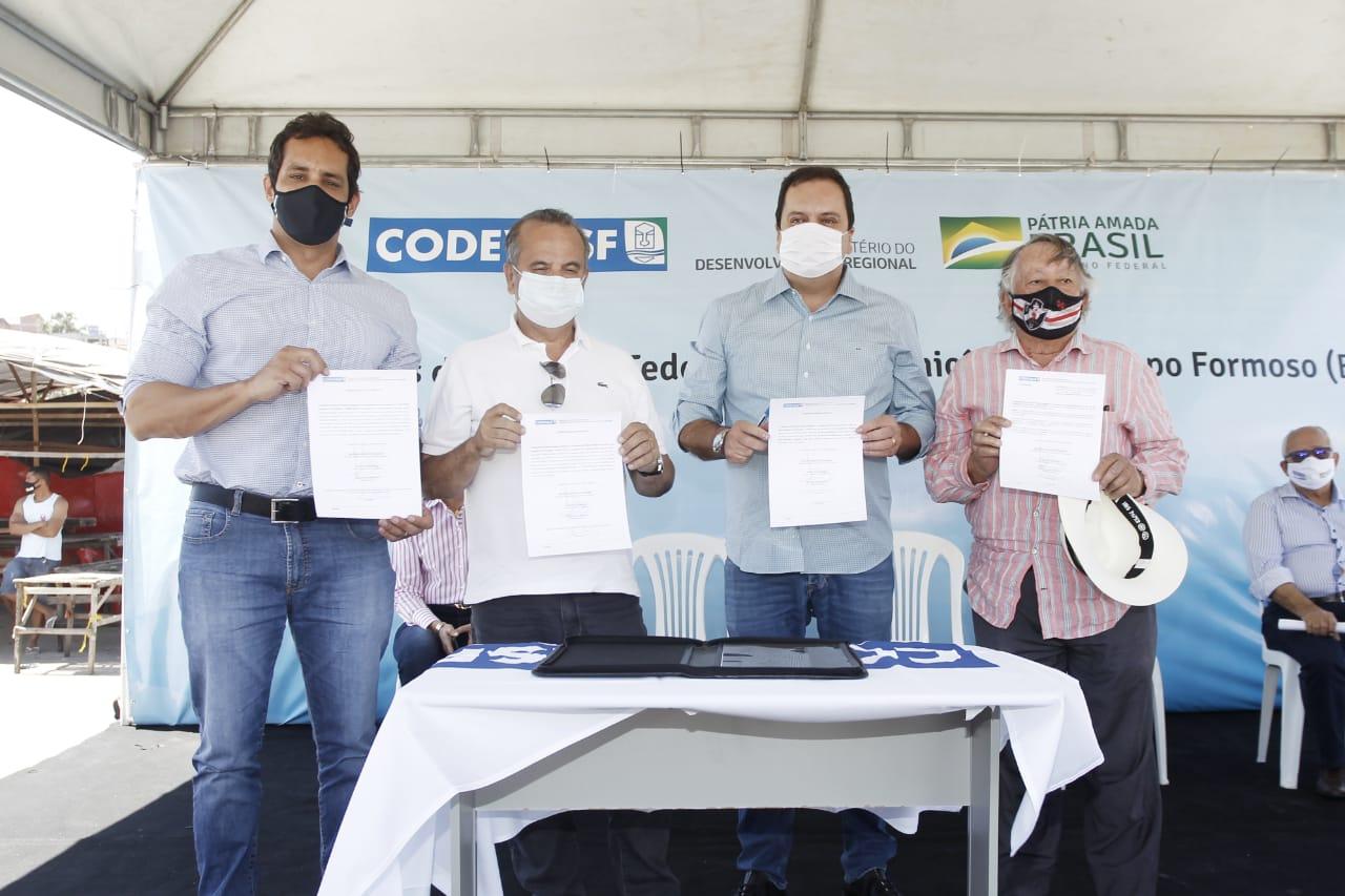 Recurso será repassado por meio da Codevasf para a retomada do sistema de esgotamento do município, pavimentação de vias e aquisição de tanques e máquina para produtores rurais