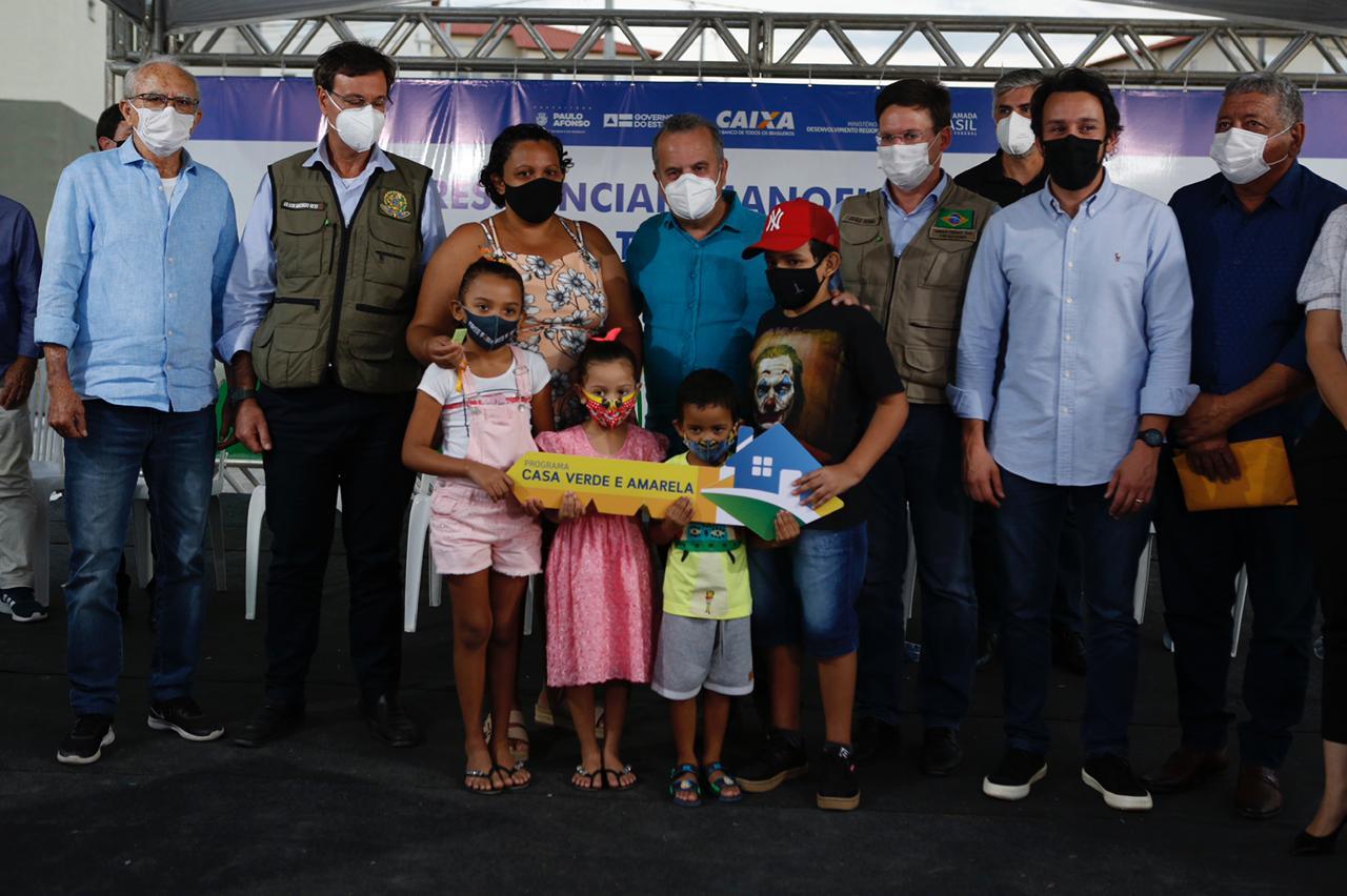 Rogério Marinho participou da entrega de moradias a 600 famílias de baixa renda em Paulo Afonso. Residencial Manoel Josefino vai beneficiar cerca de 2,4 mil pessoas
