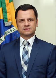 Foto Ministro.png