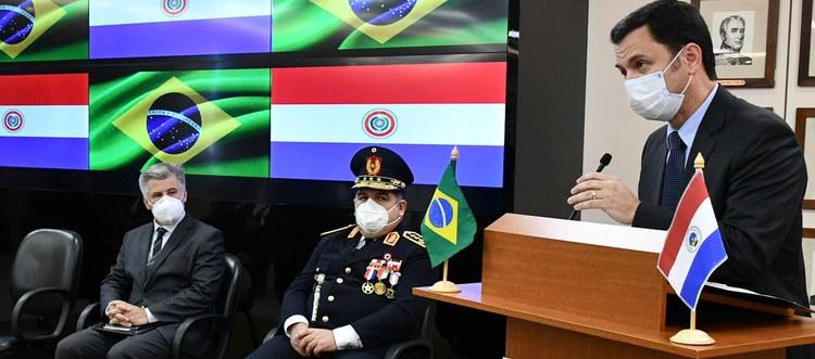 Ministro Anderson Torres assinou acordos nesta terça-feira (01) com o ministro do Interior do Paraguai, Arnaldo Giuzzio