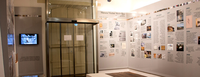 """Térreo da casa histórica com os painéis """"Museu Victor Meirelles em Perspectiva"""". Crédito: Cláudia Klock/MVM."""