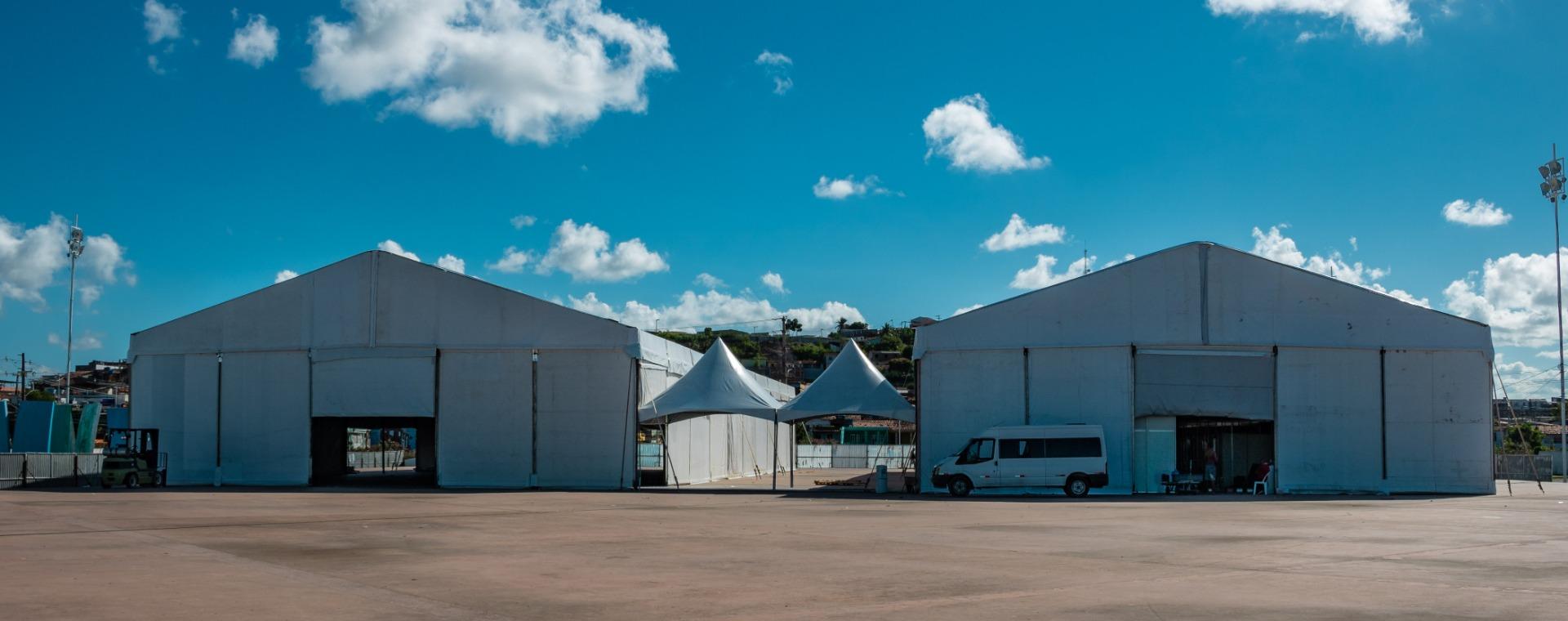 A obra do Hospital de Campanha na Praça 09 de Julho, no Cabo de Santo Agostinho/PE que vai disponibilizar 120 leitos para o casos de coronavírus, está muito avançada